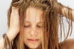 Come curare e detergere i capelli secchi e sfibrati
