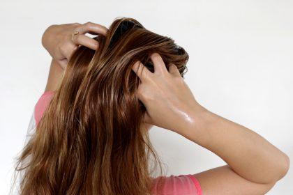 Come preparare un impacco pre-shampoo