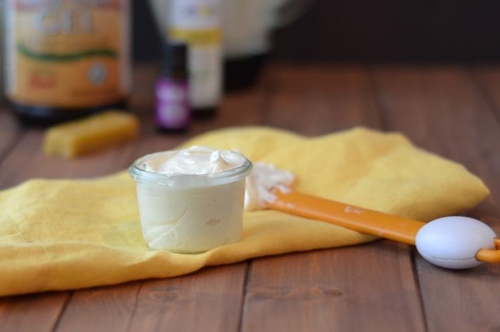 Come alleggerire una crema viso troppo grassa?