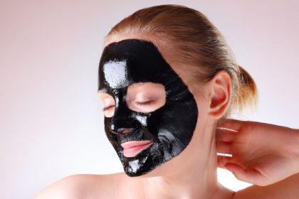 Maschera viso al Carbone, contro i punti neri!