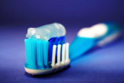Dentifrici con buon INCI da supermercato: quali acquistare