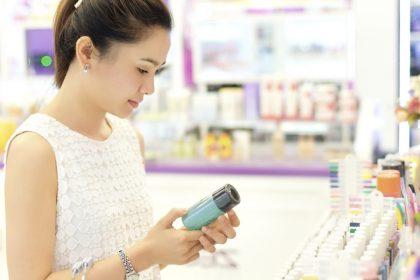 Prezzo dei cosmetici: sai riconoscere quando paghi di più?