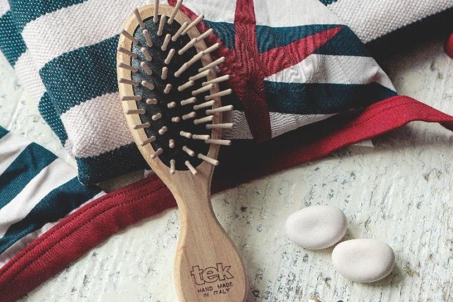 spazzola in legno per capelli