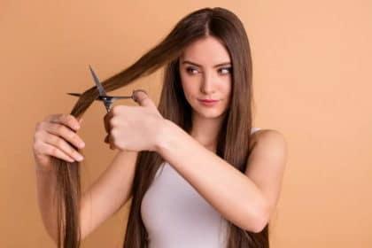 Come tagliarsi i capelli da sola senza commettere errori!