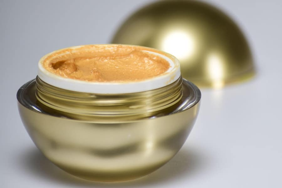 maschera viso all'oro